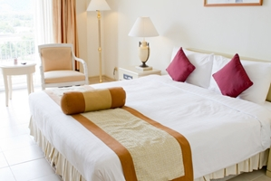 Watch out for warning signs of bed bugs in your hotel